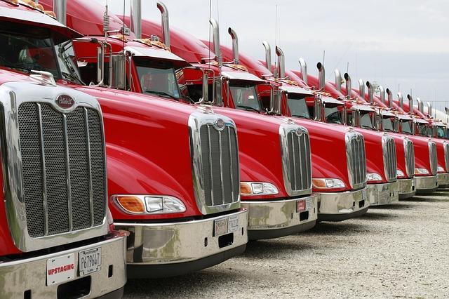 trucks-2320435_640